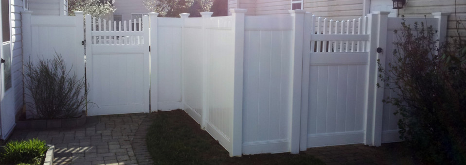 PVC Vinyl Fencing with Scalloped Gate